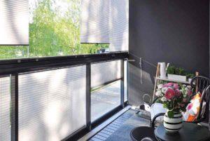 Жалюзи для утеплённого балкона