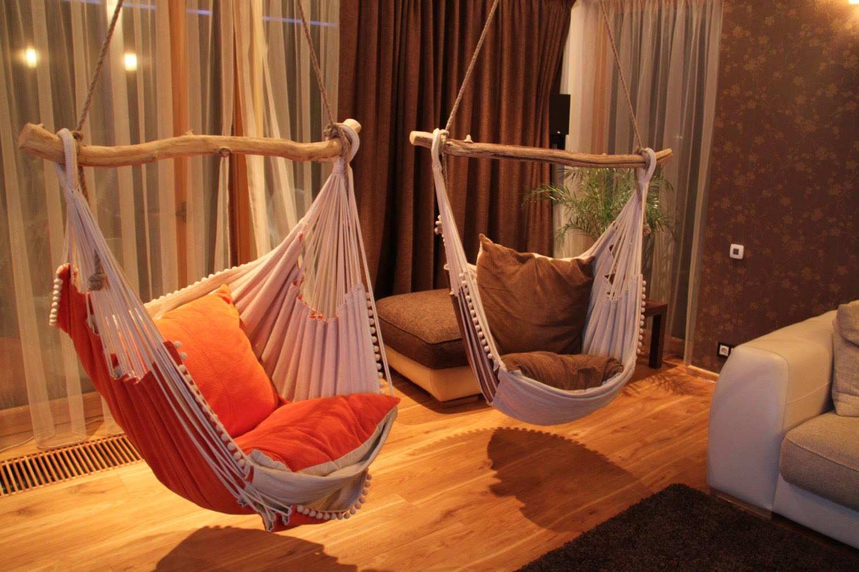 креативные подвесные кресла-гамаки в интерьере
