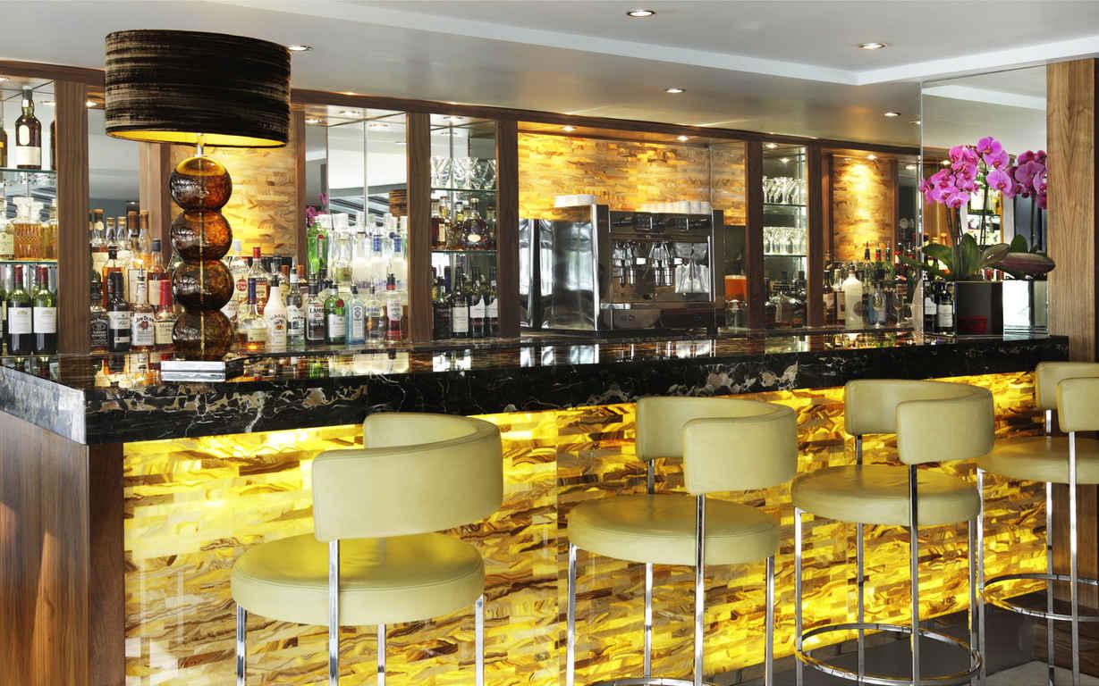 Эффектная мебель для кафе и ресторанов