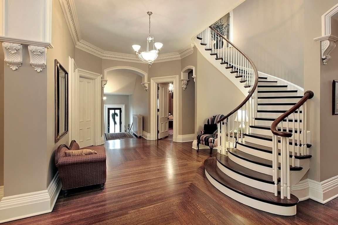 Красивая лестница в интерьере