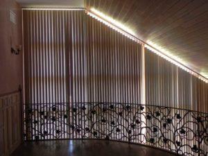 наклонные вертикальные жалюзи на окна