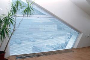 вертикальные жалюзи на кривые окна