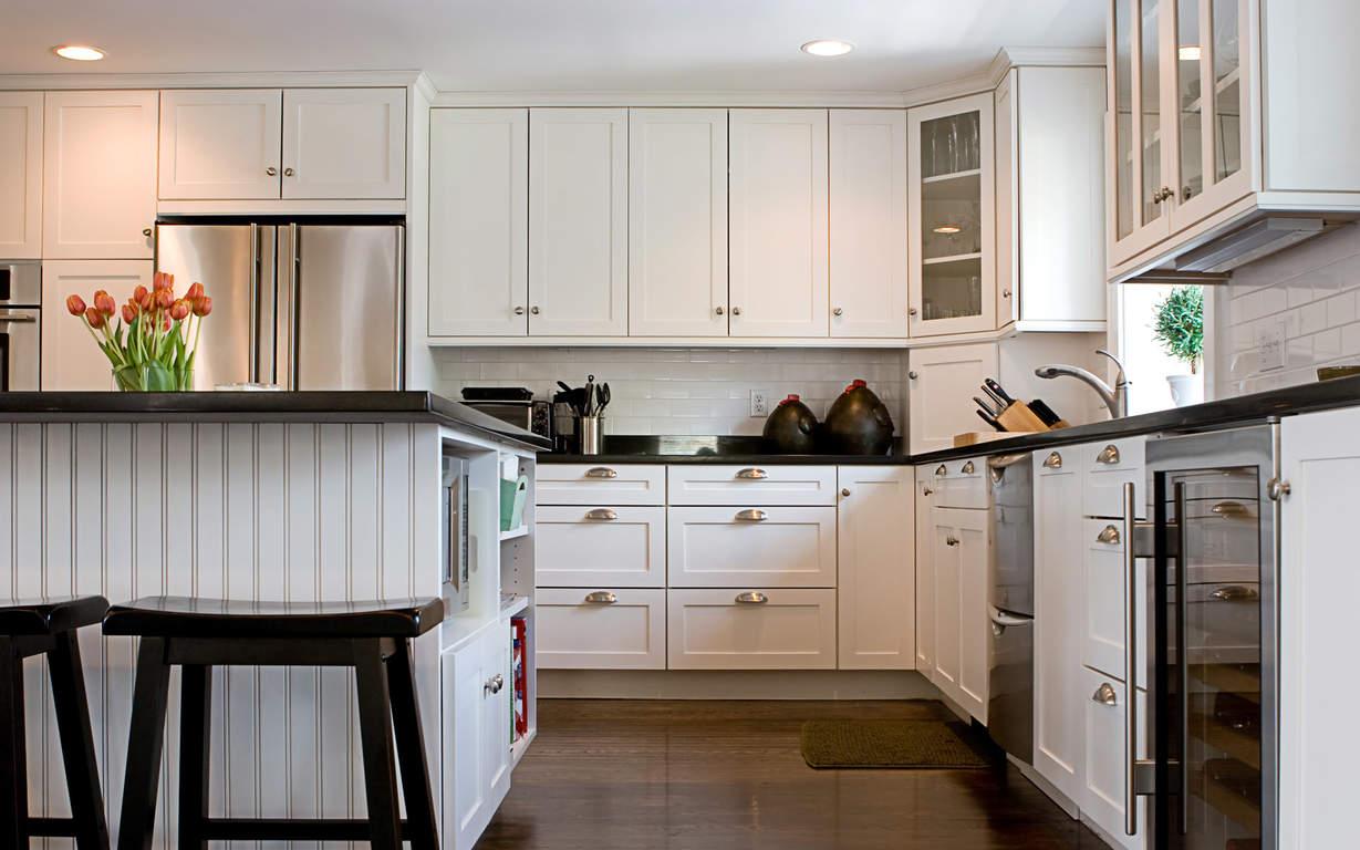 напольный шкаф в интерьере кухни