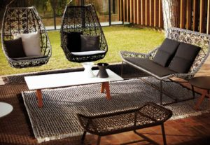 Шезлонг и мебель из ротанга для дачи