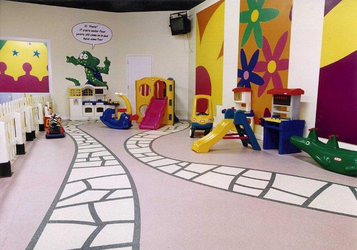 Пол в детском саду