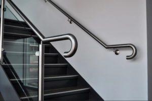 Требования к поручням для лестниц