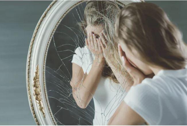 Куда нельзя вешать зеркала в квартир