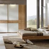 Экологичные спальни из массива дерева