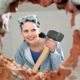 женщина и ремонт квартиры