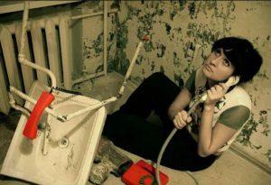 женщина и ремонт в квартире